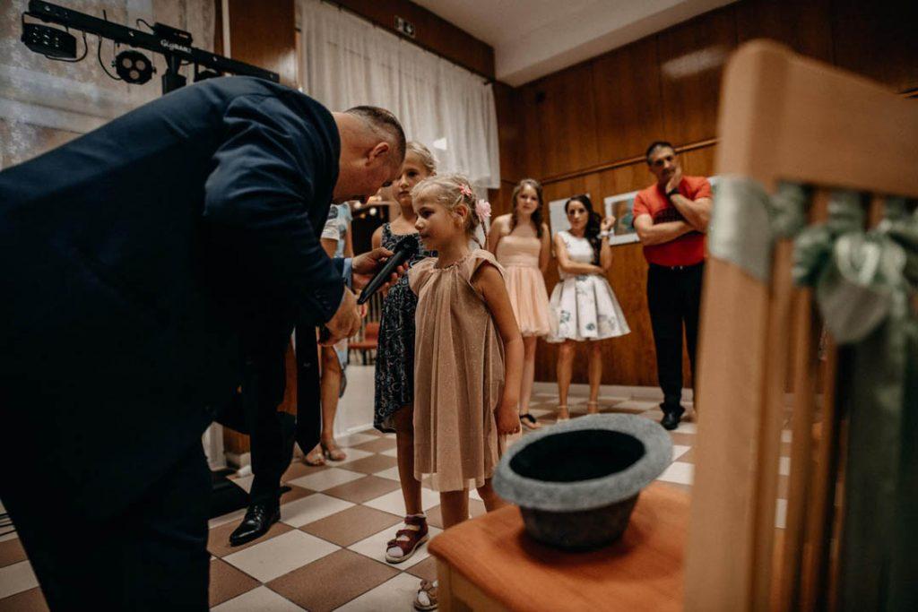 molnar-zsolt-az-eskuvoi-hazigazda-ceremoniamester-modern-varosi-vofely_03